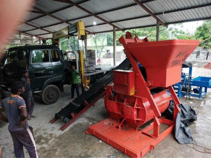 Máquina del bloque QTY4-15 en Sri Lanka (6)