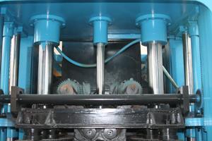 Tres cilindros en el molde superior