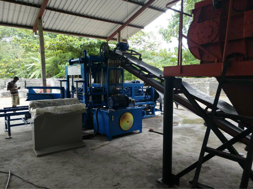 Máquina del bloque QTY4-15 en Sri Lanka (2)